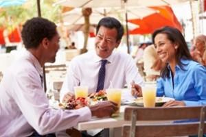 пет причини да насърчите служителите да се хранят заедно