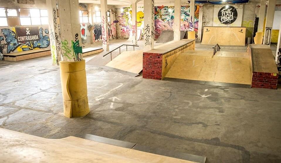 Скейтборд на закрито